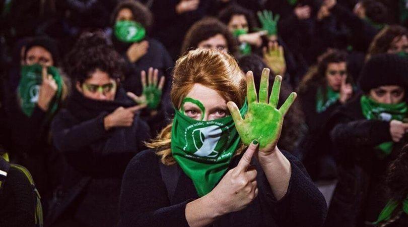 ¿Qué pensás cuando estás a favor o en contra del aborto? Una encuesta de la UBA entre manifestantes «verdes» y «celestes»