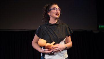 Humor feminista: una artista riocuartense estará presente en a grilla cultural del Encuentro Nacional de Mujeres